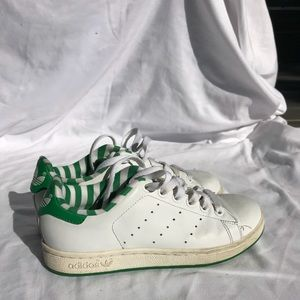 Adidas StanSmith leather running shoes youth size 4